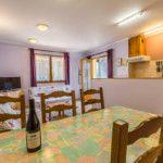 Cuisine ouverte sur Salon / séjour du Gîte Cerise 4/6 personnes
